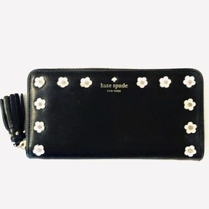 🌸Kate Spade Leather Wallet with Leather Flowers!